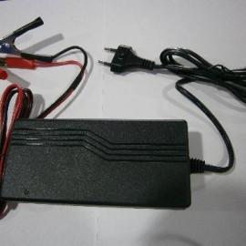 Зарядное устройство LUXEON BC-1210 (10 А)